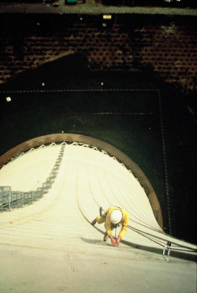 Travaux d'auscultation sur réfrigèrent centrale nucléaire (1990)